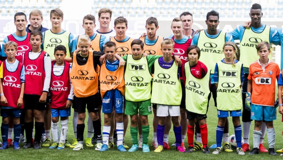 Gent's players pose with young fans at the fan day of Belgian first league soccer team KAA Gent, on Monday 29 August 2016, in Gent. BELGA PHOTO JASPER JACOBS
