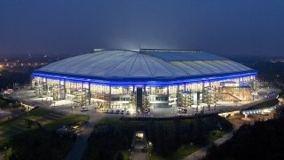 179_stadion_arena_nacht_totale_320x180