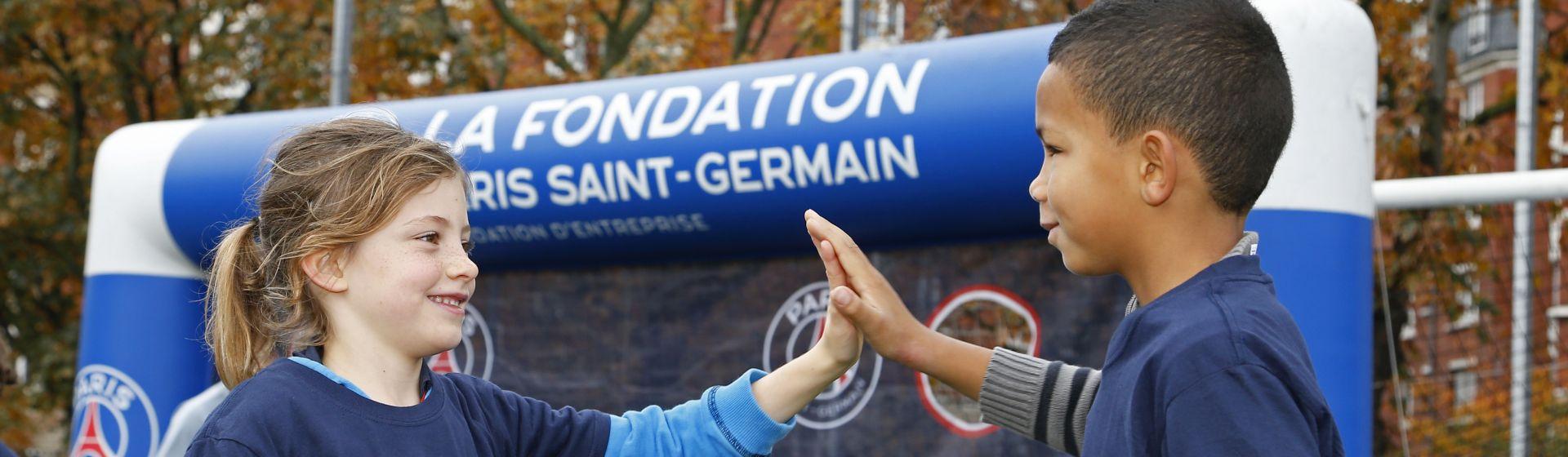 au Stade Max RousiŽ, dans le XVIIe arrondissement de Paris, une centaine d'enfants a participŽ ˆ l'une des JournŽes Paris Saint-Germain, en partenariat avec la Mairie de Paris