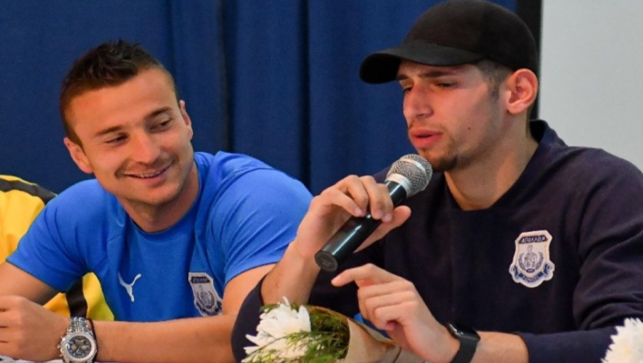 players talking at Apollon School visit