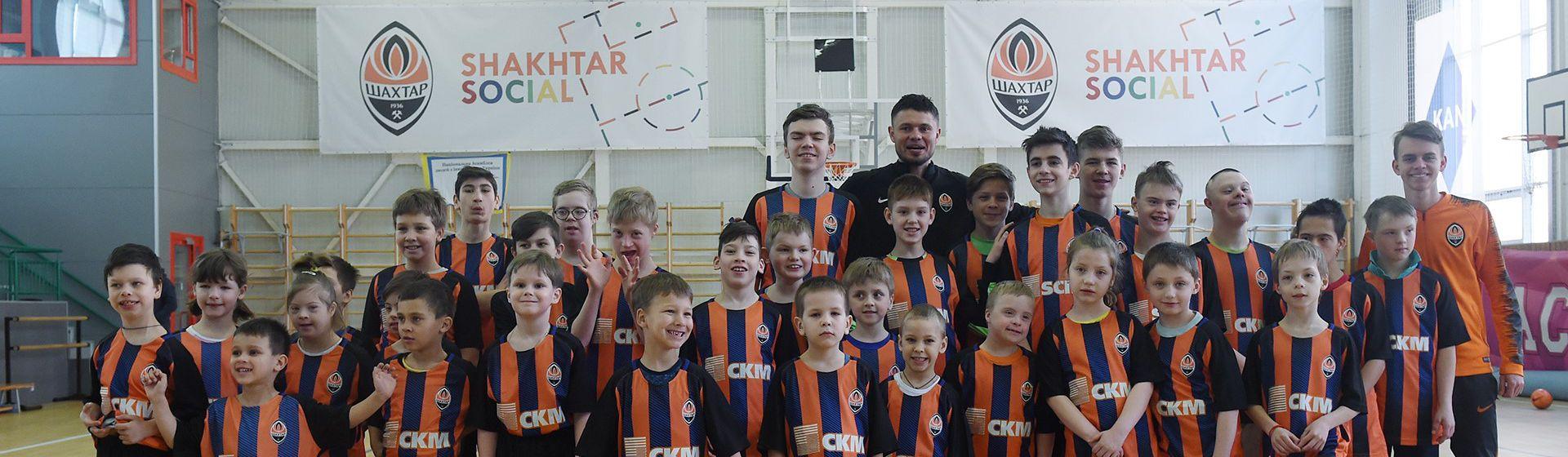FC Shakhtar Donetsk disabled children banner