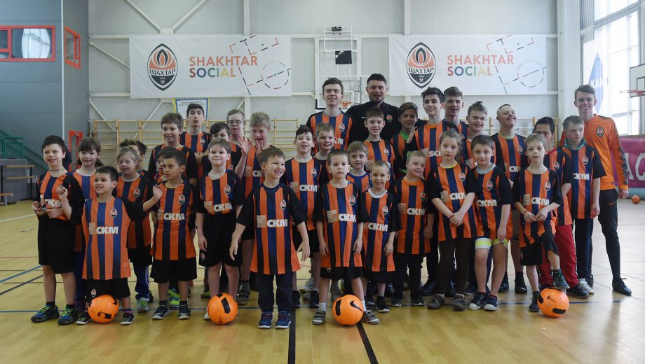FC Shakhtar Donetsk disabled children banner